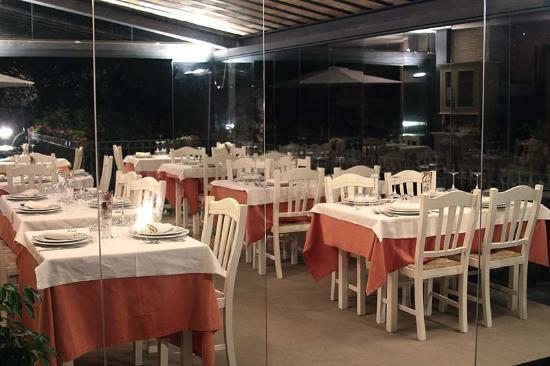 Il ristorante di sera  Foto di La Terrazza Restaurant
