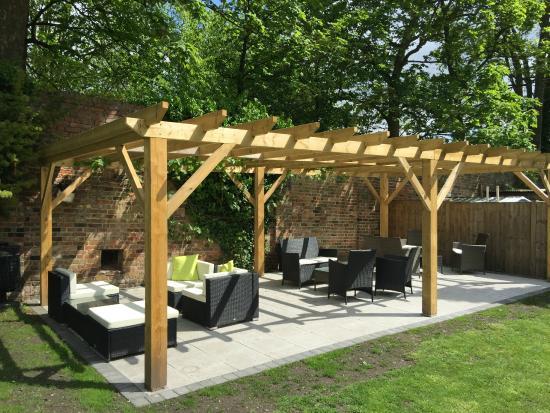 Garden Seating Area Picture Of The Tudor Rose Rochester Tripadvisor