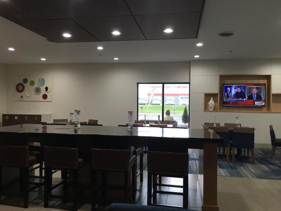 Holiday Inn Express Suites Evansville North Picture Of
