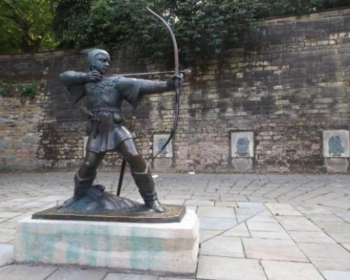 Robin Hood Statue outside Nottingham Castle - Picture of Nottingham Robin  Hood Town Tour - Tripadvisor
