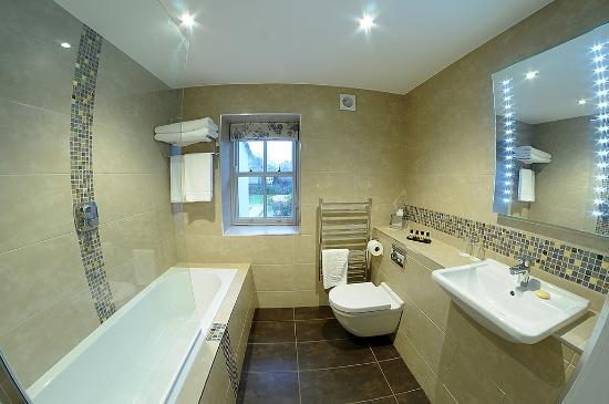 Ensuite Bathroom With Bath