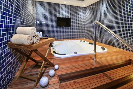 Jacuzzi Picture Of Retreat Spa At Eastparc Hotel Depok Tripadvisor