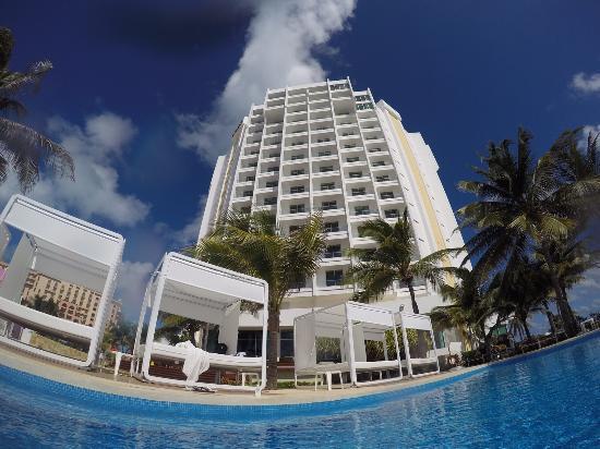 Piscina  Picture of Krystal Grand Punta Cancun Cancun
