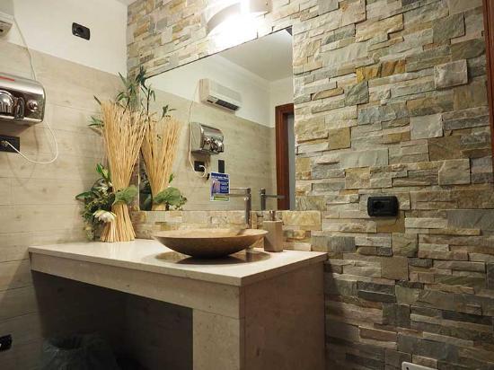 Nuovi bagni ristrutturati  Foto di La Vecchia Legnano Legnano  TripAdvisor
