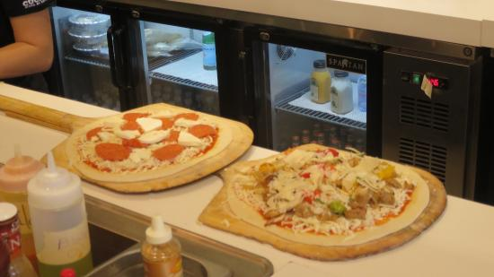 Cucina Restaurant North Palm Beach Pizza's Hand Made - Picture Of Cucina Pizza By Design