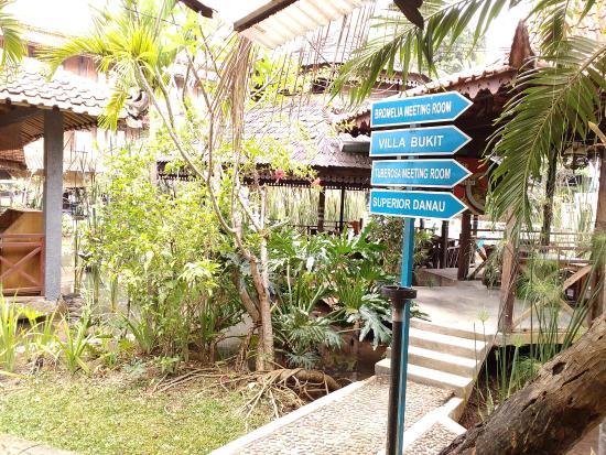 Penunjuk Arah Picture Of Desa Gumati Bogor Tripadvisor