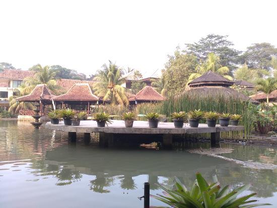 Kolam Sebrang Restoran Picture Of Desa Gumati Bogor