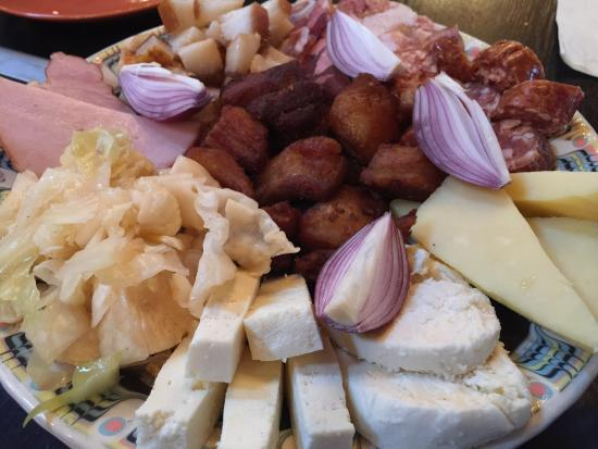 Ottima cucina rumena  Picture of Restaurant Sarean Bucate Turda  TripAdvisor