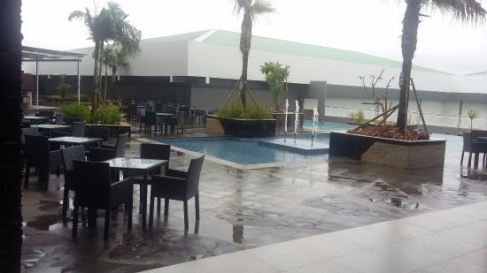 Kolam Renang Yang Cukp Luas Picture Of Dalton Hotel