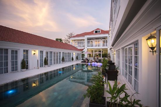 It S Just A Paradise Review Of White Boutique Hotel
