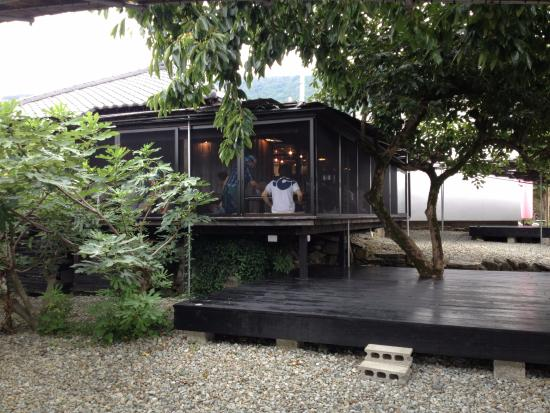corner booth seating kitchen movable island 島廚房落地窗席座位 之前就坐在角落的位置 picture of shima 島廚房