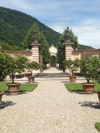 vista al giardino di delizia  Foto di Villa della Porta Bozzolo Casalzuigno  TripAdvisor