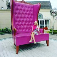Loving the big chair at the Hillgrove Hotel!