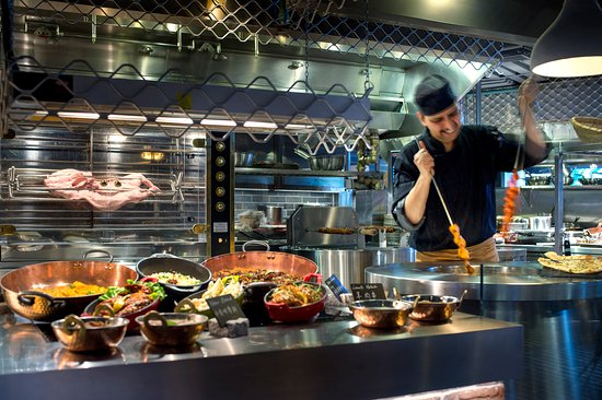 hotel with kitchen hong kong 4 seat island playt theatre oysters 5 star buffet restaurant