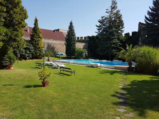 Hotel Richard Loewenherz Pool Im Garten Mit Service Des Hotels