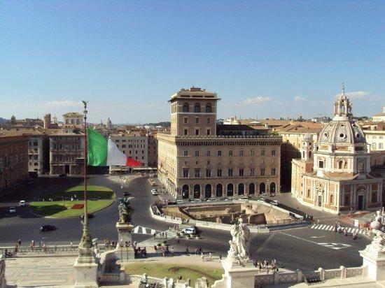 Piazza Venezia dalla Terrazza del Vittoriano  Picture of Monumento a Vittorio Emanuele II Rome