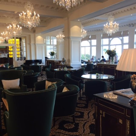 Trump Turnberry A Luxury Collection Resort Scotland Lounge Refurbishment Chandeliers And Tables