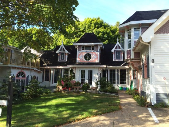 The 10 Closest Hotels To Gingerbread House Bed Breakfast