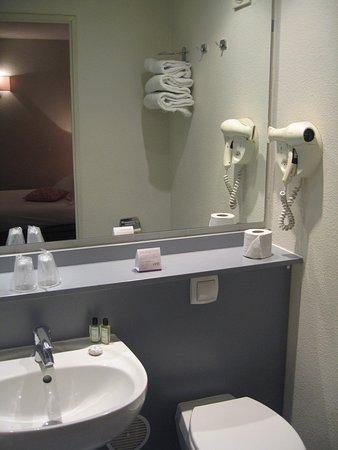 equipement salle de bains photo de