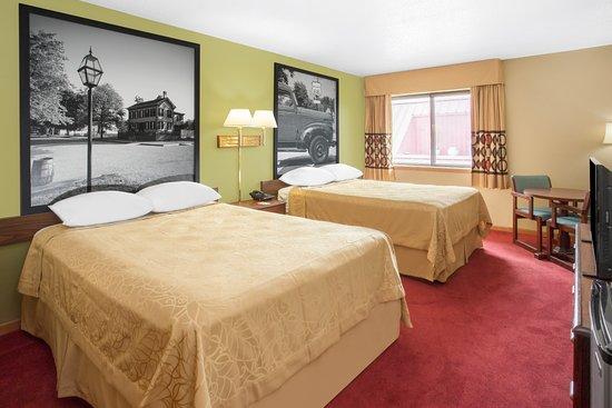 Super 8 Normal Bloomington Double Bed Room