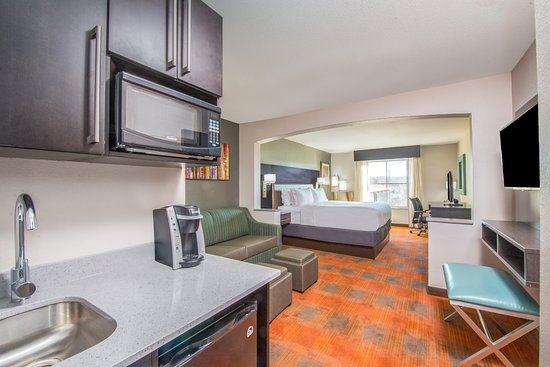 Holiday Inn Express Suites Shawnee Kansas City West 68