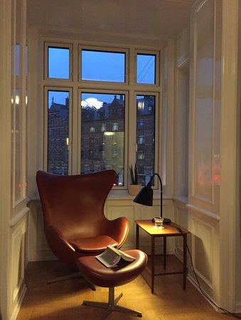 arne jacobsen egg chair. love.love.