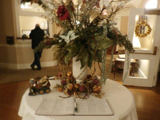 The Henry Clay Inn Christmas Decor