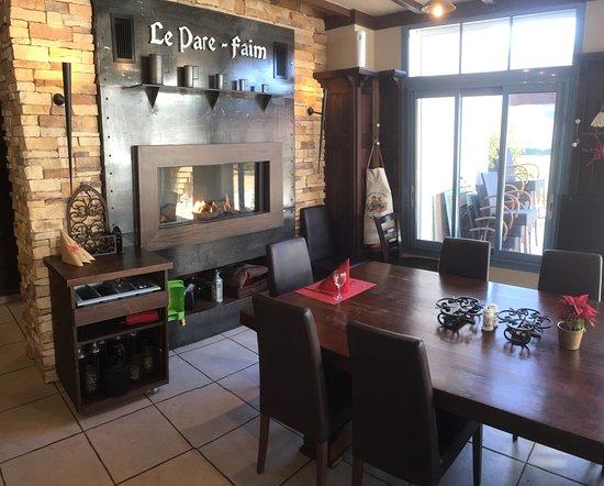 le living room pare. Black Bedroom Furniture Sets. Home Design Ideas