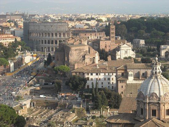 Panorama con il Colosseo  Picture of Roma dal Cielo