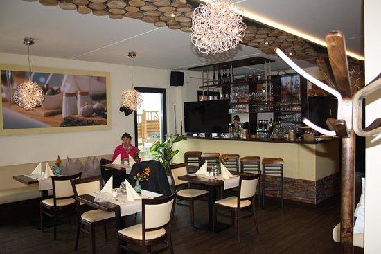 Modern und hell ist das Restaurant eingerichtet  Bild von Zeislers Esszimmer Plau am See