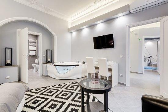 MAISON DEGLI ARTISTI SUITES Prices Guest house Reviews