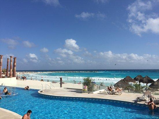 Piscina adulto agua fria  Picture of Krystal Cancun