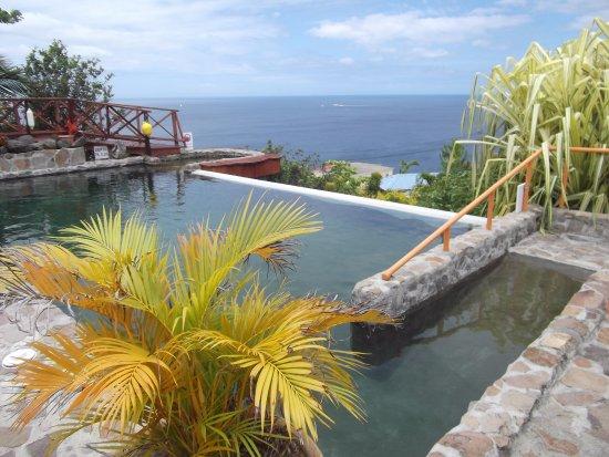 la piscine a dbordement sur la mer des caraibes avec jacuzzi   Picture of Mango Island Lodges