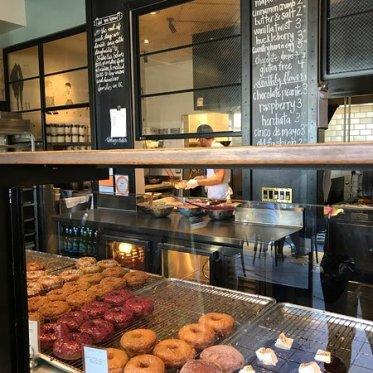 ミスドとここのドーナツを目隠しして食べたら違い分からないと思うよ - Sidecar Doughnuts & Coffeeの口コミ -  トリップアドバイザー
