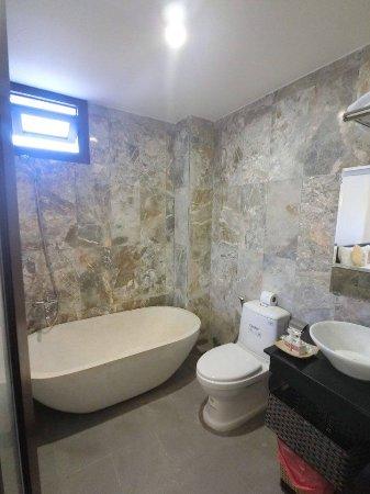 Badthroom Picture Of Lazy Bear Hostel Hoi An Tripadvisor