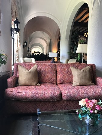 alex sofa montauk intex two person inflatable pull out bed review beautiful manor exterior look c lee foto di photo5 jpg