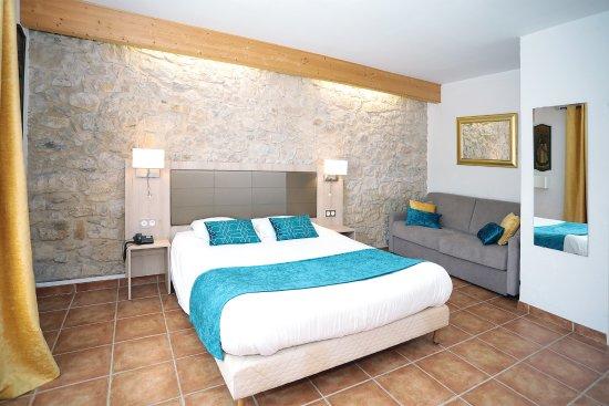 CHAMBRE QUADRUPLE  Picture of Hotel Dejeunez Sous LArbre Rousset  TripAdvisor