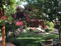 The beautiful backyard scene - Photo de Cali Cochitta Bed ...