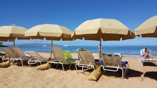 beach chairs and umbrella ez hang chair umbrellas included in resort fee picture of grand wailea a waldorf astoria