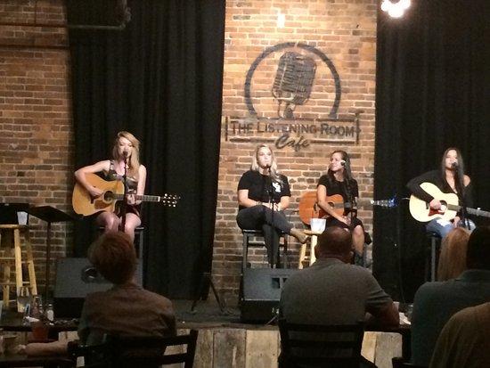 The Listening Room Cafe Nashville  Omdmen om