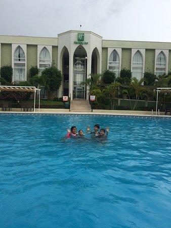 Disfrutando De La Riquisima Alberca Del Holiday Inn En