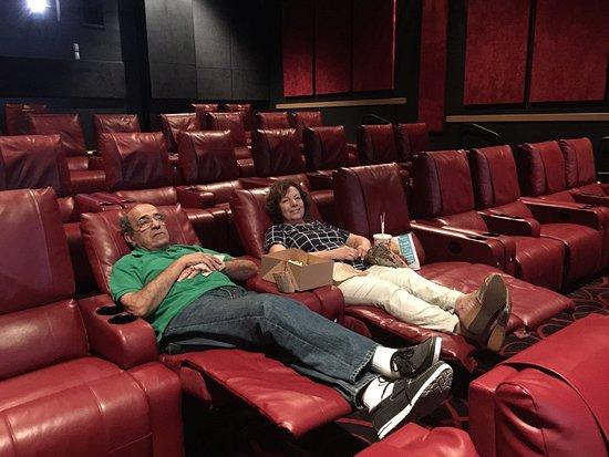 Ballston Mall Movie Theater Newly Renovated  Review of AMC Courthouse Plaza 8 Arlington VA
