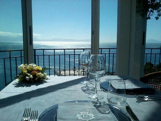 Ristorante con vista su tutto il Golfo di Napoli  Foto di Reginella Napoli  TripAdvisor