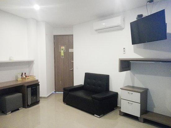 Suite Jacuzzi Cama De 2 X 2 Mts Aire Minibar Bano Y