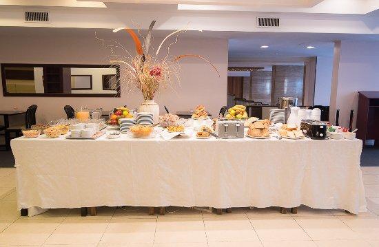 Foto de Gran Hotel Continental Mar del Plata Mesa buffet