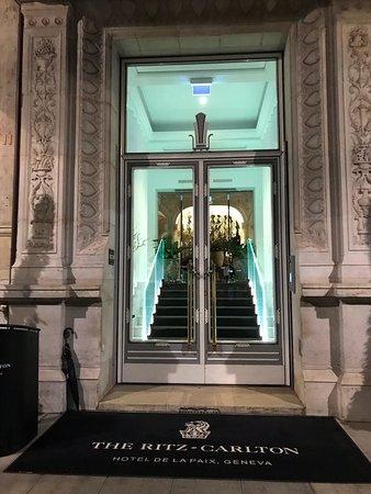 Entrance Picture Of The Ritz Carlton Hotel De La Paix