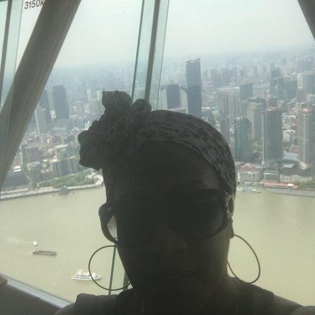 the oriental pearl tv tower of shanghai revolving restaurant magnifique vaut vraiment la visite