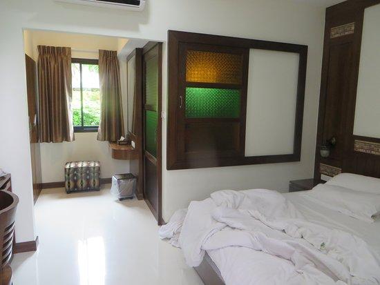 L Shaped Room With En Suite In Rh Corner Sliding Door Window Picture Of Mhonsa Hotel Chiang Mai Tripadvisor