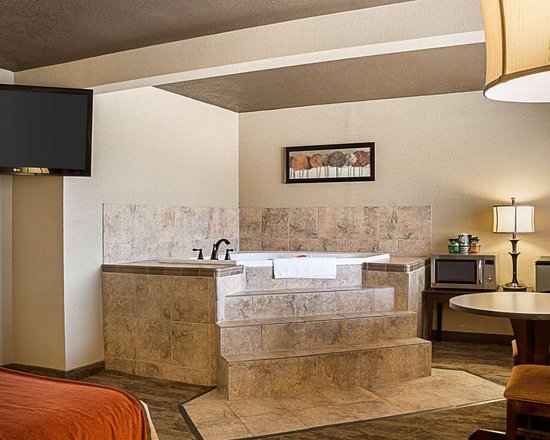 Spacious Suite With Hot Tub Picture Of Econo Lodge Rapid