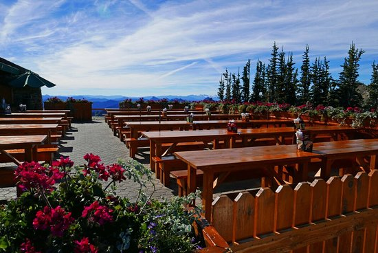 Thanks for considering crystal mountain for your next getaway! Summit House Restaurant Crystal Mountain Restaurant Reviews Photos Phone Number Tripadvisor
